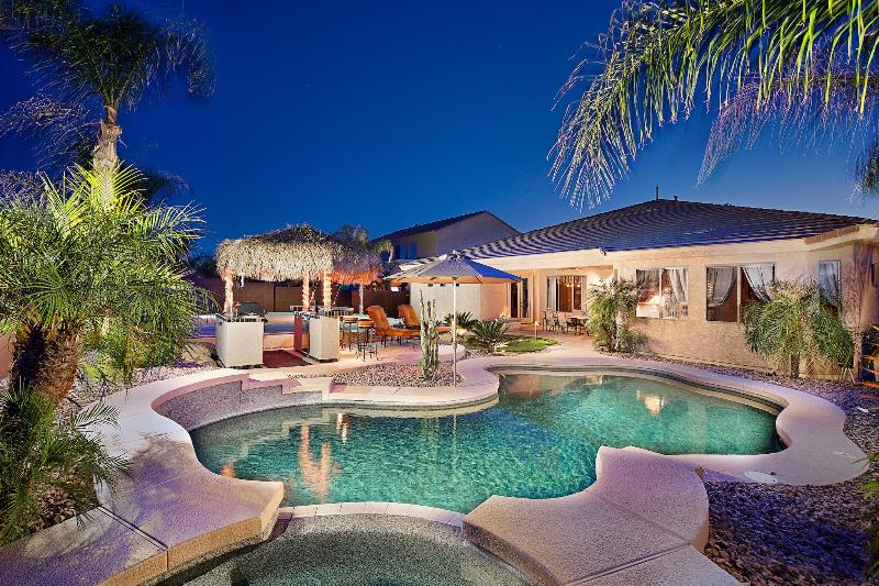 Resort style backyard - Heated Pool & Spa - 10% Off Now! Huge Pool, Game Rm, Views, Much More - Phoenix - rentals