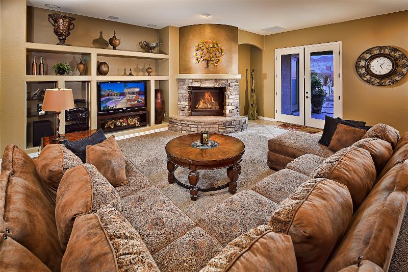 Spacious living room with charming fireplace! - Additional 15% Off! Best Location, Fully Upgraded - Cave Creek - rentals