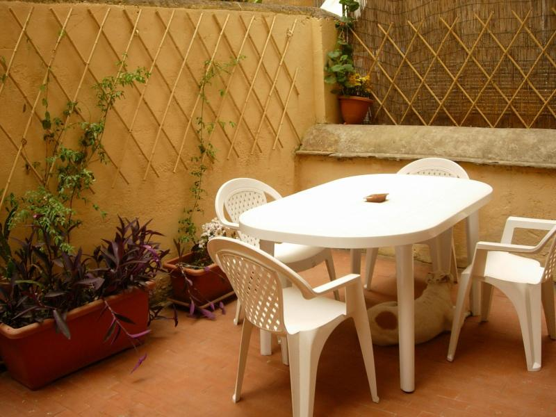 Rome, Termini area, 3 bedrooms, 1 bathroom(Amedeo) - Image 1 - Rome - rentals