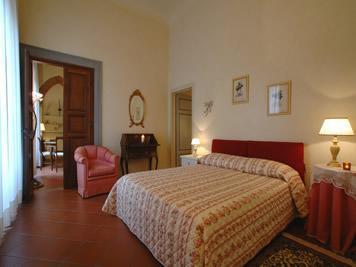 Florence, historic centre, 1 bedroom, sleeps 4 - Image 1 - Florence - rentals