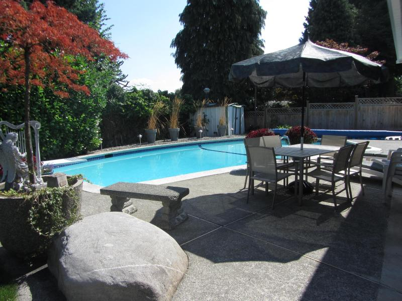 Enjoy mornings, family barbaques, reading a book poolside, or enjoying an evening glass of wine! - Coquitlam's Starlight Suite!  2 bdrm with pool, internet and cable - Coquitlam - rentals