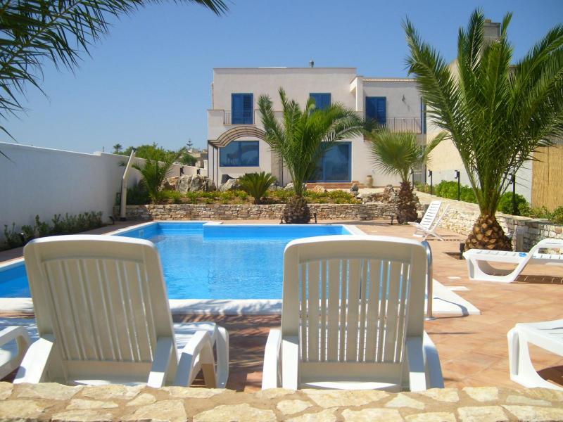 Exterior apartment  Brezza Marina/Onda 8/9 pax, first floor - House / Villa Selinunte for rent / 4 - 16 people - Marinella di Selinunte - rentals