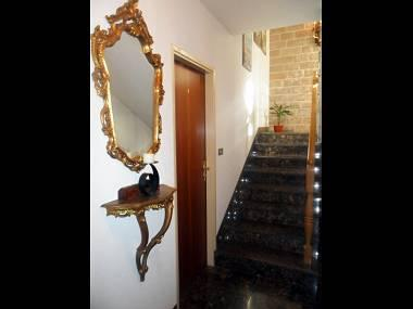 SA2(2): hallway - 2867  SA2(2) - Supetar - Supetar - rentals