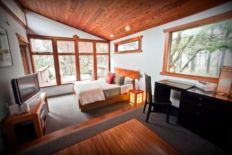 Master Bedroom - Zen Beach House-Luxurious Spa - Yachats - rentals