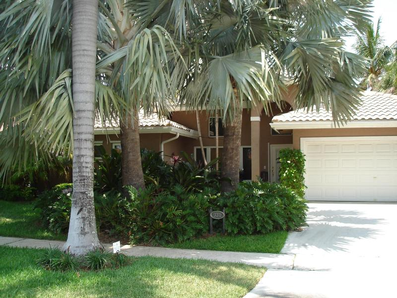 Front Exterior w/Tropical Landscaping - Fabulous Tropical Waterfront/Pool Vacation Home - Pompano Beach - rentals