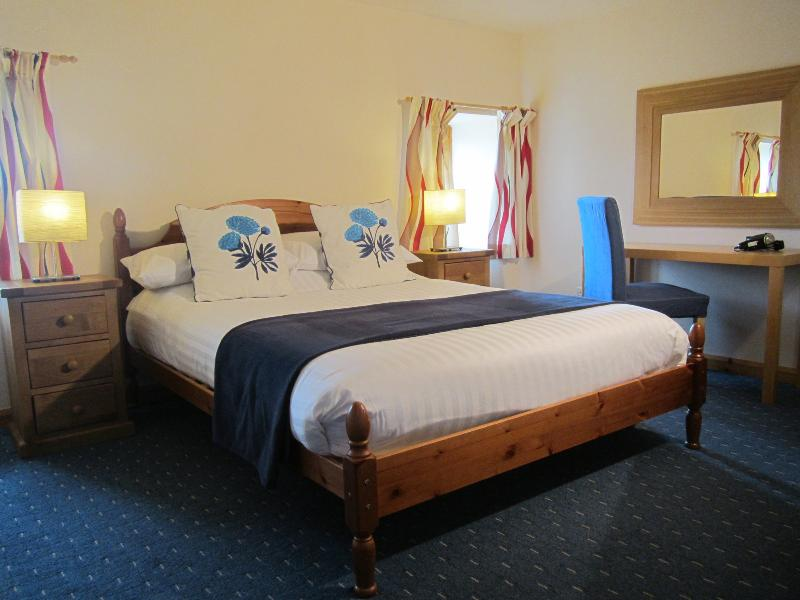 Hypnos, the best beds in the world - Dolphin Bay Suites, superb one bedroom apartment - Inverness - rentals