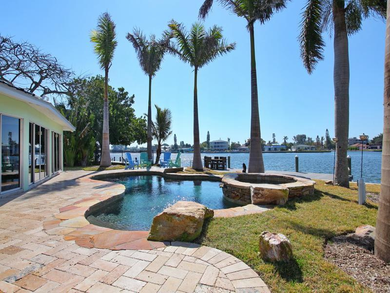 Mintfish, beautiful views across Bimini Bay! 4-Bed - Image 1 - Anna Maria Island - rentals