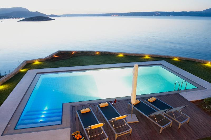 SK Place Almyra residence ..awe inspiring views - SK Place -Almyra sea front- heated pool-Crete - Chania - rentals