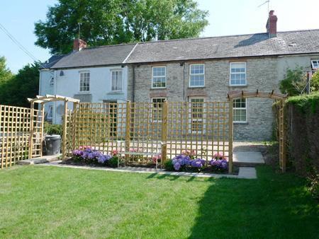 Holiday Property - Weavers Cottage, Llanmill, Nr Narberth - Image 1 - Narberth - rentals