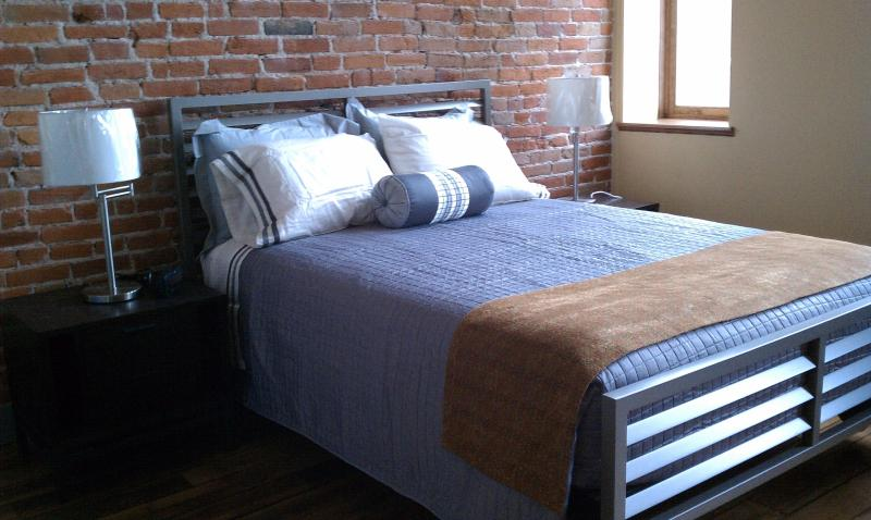 Queen bed and all linens - Cool Downtown Loft-Style Corporate Lodging - Hastings - rentals