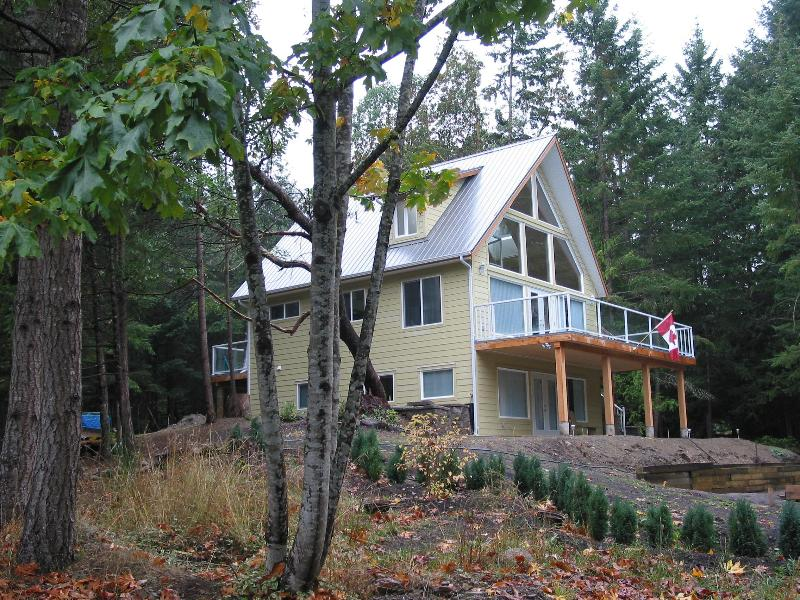 ARROW\'S RUN and ARROW\'S RUN SUITE - Modern, cozy cottages in a quiet, country setting - Galiano Island - rentals