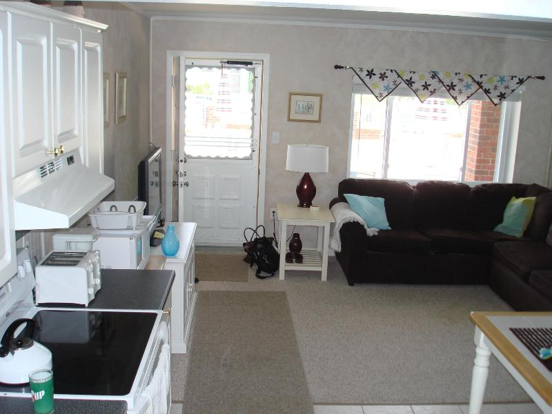 living room - Cape May 1 Bdr Condo 1/2 block to beach (pool) - Cape May - rentals