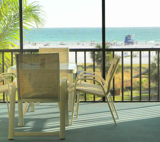 The lanai becomes everyone's favorite place - Beachfront Condo Siesta Key: January  Specials!! - Siesta Key - rentals
