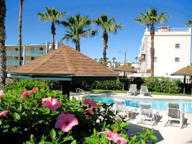Surfside 1 GREAT BEACH CONDO KING BED FLAT SCREEN TV WASHER DYER IN CONDO pool  gardens - SURFSIDE 1#107 Beach condo  April 1-10,th until May 18,$349+fees WiFIFREE SPI TX - South Padre Island - rentals