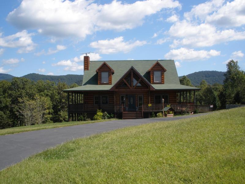 Spring Time Fresh Mountain Air! - Blue Range Ridge Resort- Fall & Winter Sale! - Lake Lure - rentals