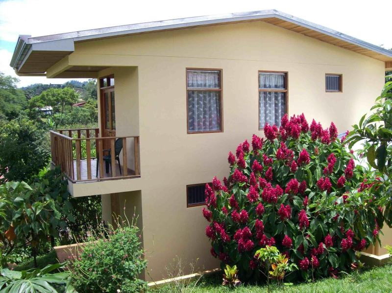 Exterior side view - Apartment Vacation Rental - Atenas, Alajuela, Cost - Atenas - rentals