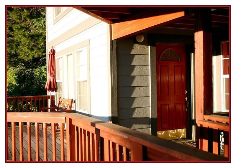 The RED DOOR apt. - entry - The RED DOOR apt. - Couples' cabin-INSIDE Yosemite - Yosemite National Park - rentals
