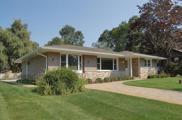 27026 97th Place Luxury Getaway - Center Lake Wisconsin Luxury Vacation Getaway - Trevor - rentals