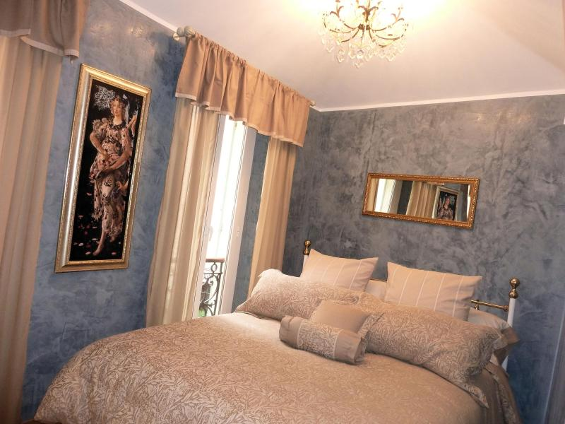Master bedroom with romantic view and ensuite full shower room - Heart historical center1600  charm luxury  2BD/2BA - Villefranche-sur-Mer - rentals