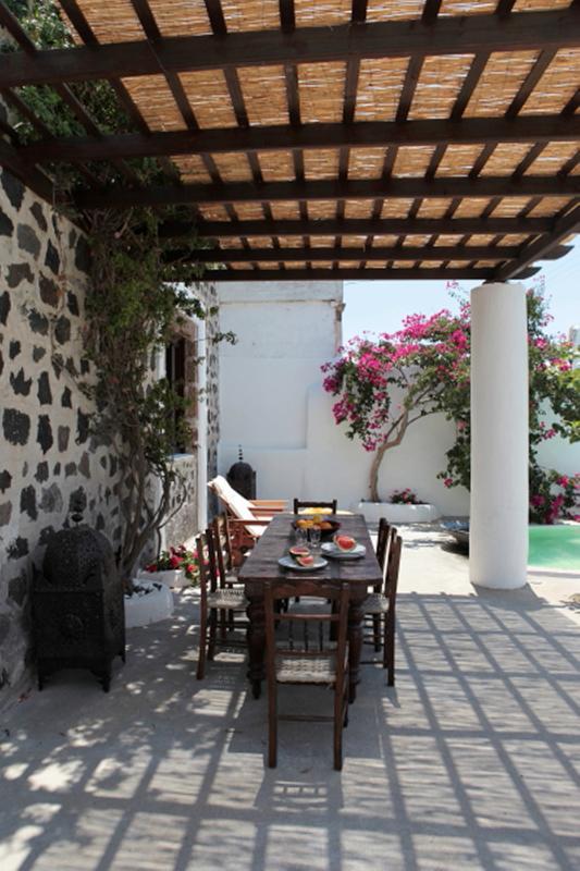 Villa Near Town on Santorini - Villa Lampo - Image 1 - Megalochori - rentals
