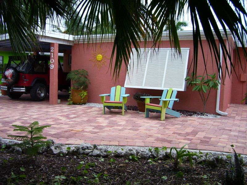 SUGAR SHACK - SUGAR SHACK  COTTAGE  HEATED POOL+ STROLL TO BEACH - Bradenton Beach - rentals