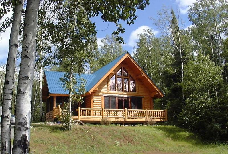 Front view - SUNSET BAY- Lakefront  Log Vacation Home, Dog Lake - Thunder Bay - rentals
