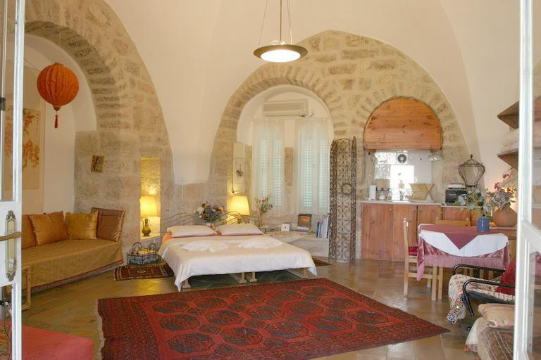 the upstairs room - The Natural House an old stone house in Jerusalem - Jerusalem - rentals
