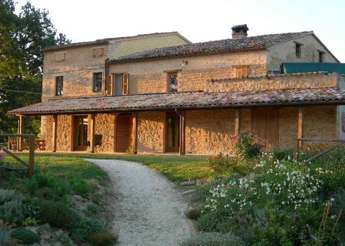 Apartment Priora with its loggia - Stunning views of  Sibillini Mountains,  Le Marche - San Ginesio - rentals