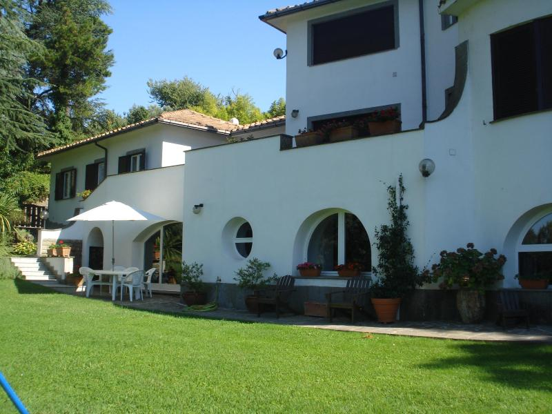 Guest apartment on the secon level garden - Cosy  2bds apartment in villa with pool north Rome - Formello - rentals