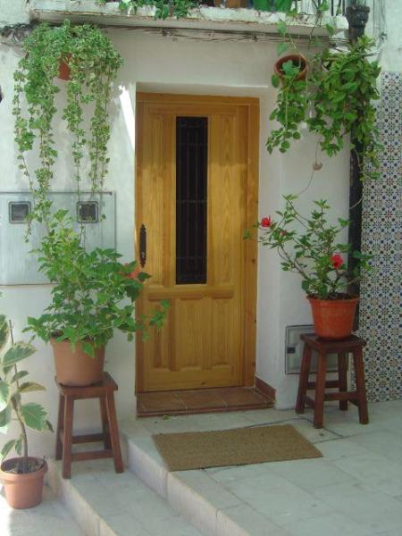 Front door and outside area - Cave Apartment in Alicante Old Town, Spain - Alicante - rentals