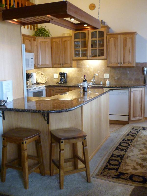 Granite topped counters - Groomed Ski in/out above Canyon Lodge/ Mammoth, Spacious, w/ views! - Mammoth Lakes - rentals