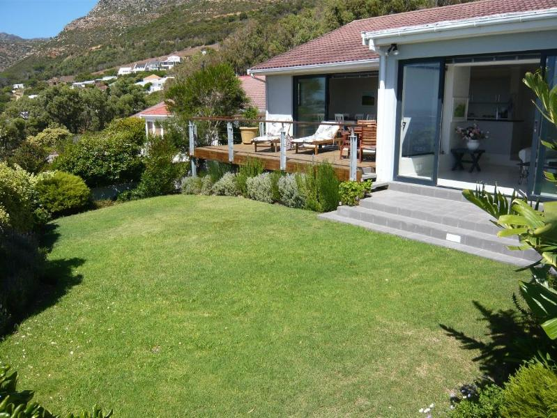 garden with sea view - Marine View  2 bedroom  the wonderfull view - Simon's Town - rentals