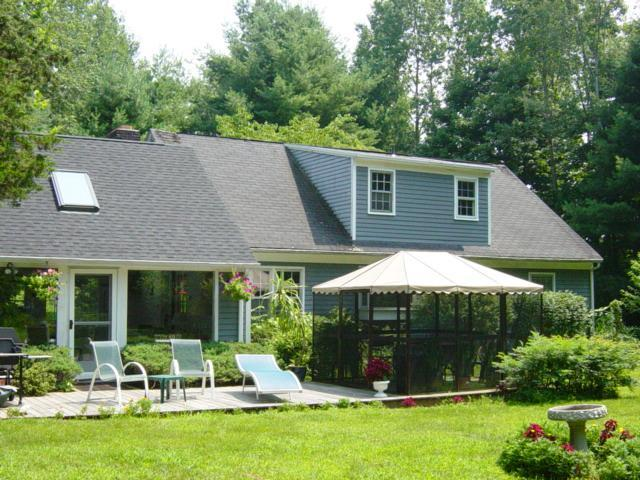 Main house with deck and screen house including lawn chairs and back yard - Very private,4 bedrooms,large ingrnd. pool. - New Milford - rentals
