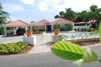 Outside view of villa main entrance - 5B/5B Luxury Villa in Casa de Campo - La Romana - rentals