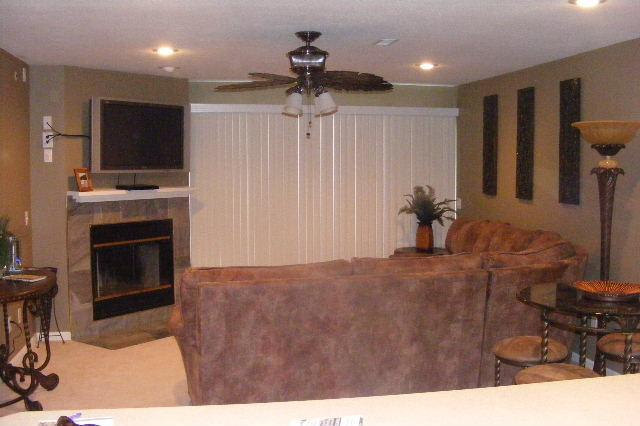 "Living Room With 42"" Flat Screen, Full Size Sleeper Sofa, dvd player and Wifi - Ledges 3B/2B-Waterfront--Now $145 night - Osage Beach - rentals"