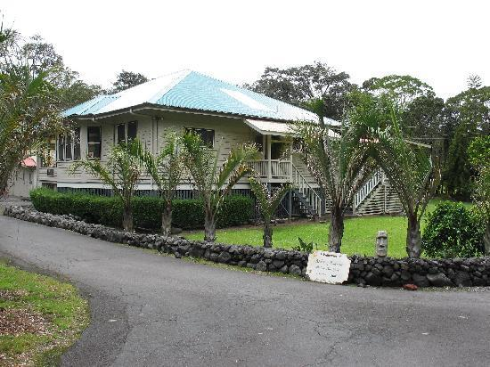 Front entrance to the ALoha Junction B&B - Aloha Junction Bed and Breakfast, Volcano HI 96785 - Volcano - rentals