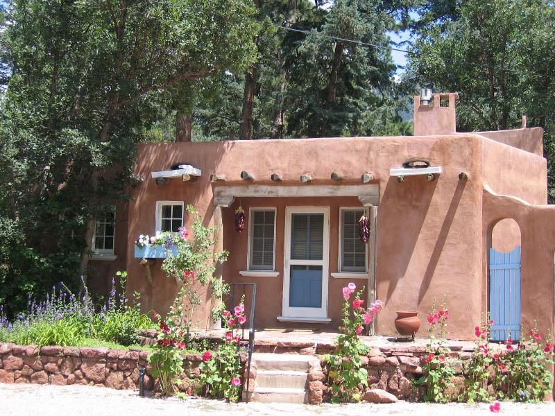 The Sanctuary of the Rose Guesthouse: 1934 historic luxury casita near Pikes Peak; Mountain views - Deal/Views! Luxury Guesthouse for 2 by Pikes Peak - Colorado Springs - rentals