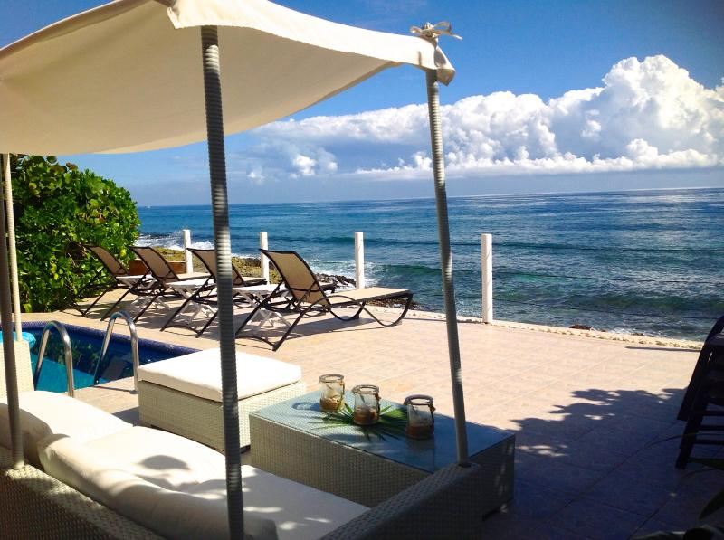 Outside Lounge Area - Luxurious Top Rated 4/4 OCEANFRONT Villa with Chef - Puerto Aventuras - rentals