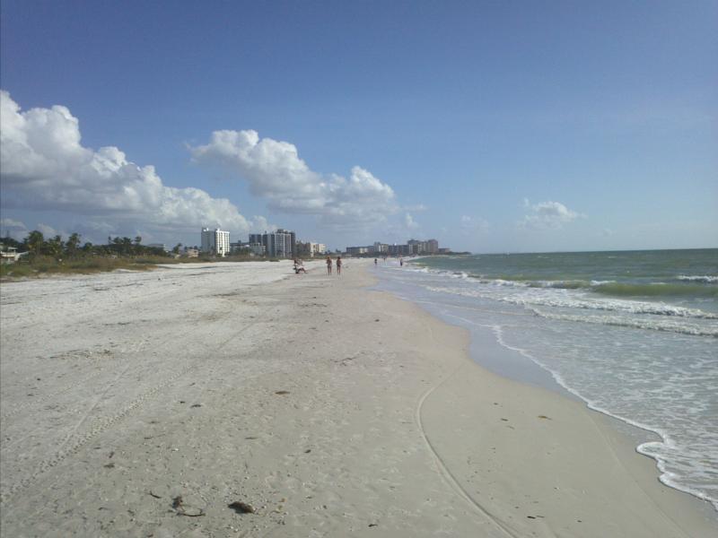 Beach - Ft Myers Beach, luxury Condo 2/2, balcony, pools - Fort Myers Beach - rentals