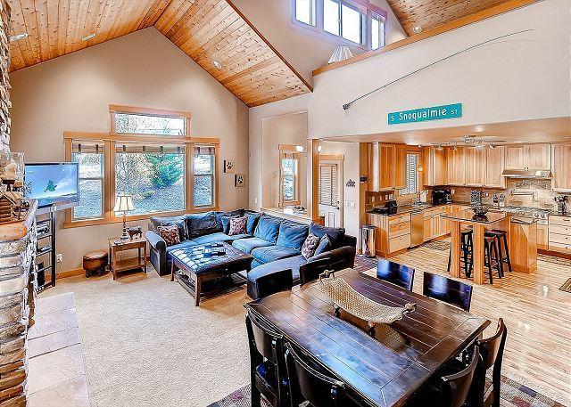 High End Roslyn Ridge Cabin |WiFi, Hot Tub, Slps10| 3rd Night Free April - Image 1 - Cle Elum - rentals