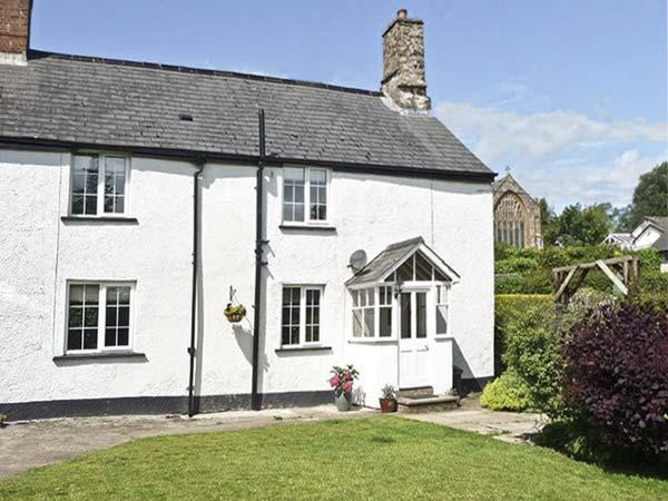 MANOR FARM COTTAGE, pet friendly, character holiday cottage, with a garden, in - Image 1 - Wiveliscombe - rentals