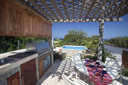 rooftop kitchen and pool - Roatan Penthouse w/Private Pool and Roof Top Oasis - West End - rentals