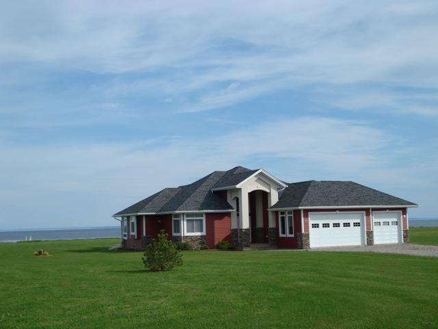 View from the road - 4 1/2 STAR Ocean Front Sunbury Cove Ocean Retreat - Summerside - rentals