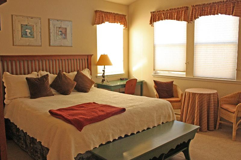 The King Room Suite - Two Bedroom Cottage on the golf course - Angels Camp - rentals