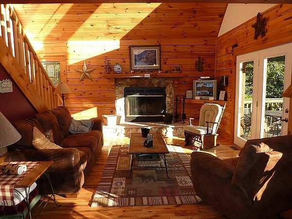 Living Room - Bear Foot Hideaway - Boone - rentals