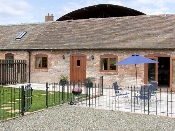 THE COW HOUSE, pet friendly, character holiday cottage, with pool in Weston, Ref 4116 - Image 1 - Weston-under-Redcastle - rentals