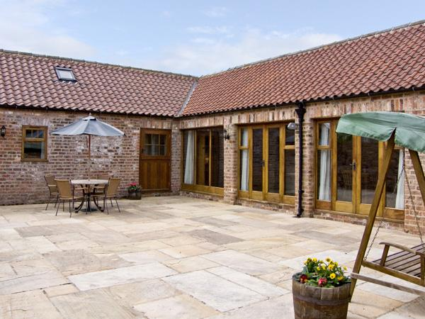 WHEELHOUSE COTTAGE, family friendly, luxury holiday cottage, with a garden in Sowerby, Thirsk, Ref 4008 - Image 1 - Thirsk - rentals