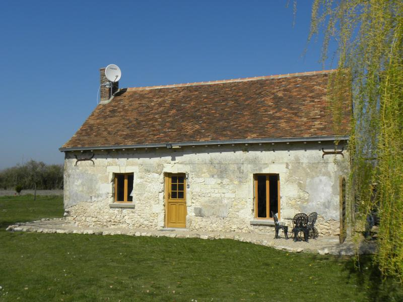 Welcome to Le Bûcheron - a romantic one bedroomed cottage - Romantic Loire Valley Cottage -1 bedroom; sleeps 4 - Loire Valley - rentals