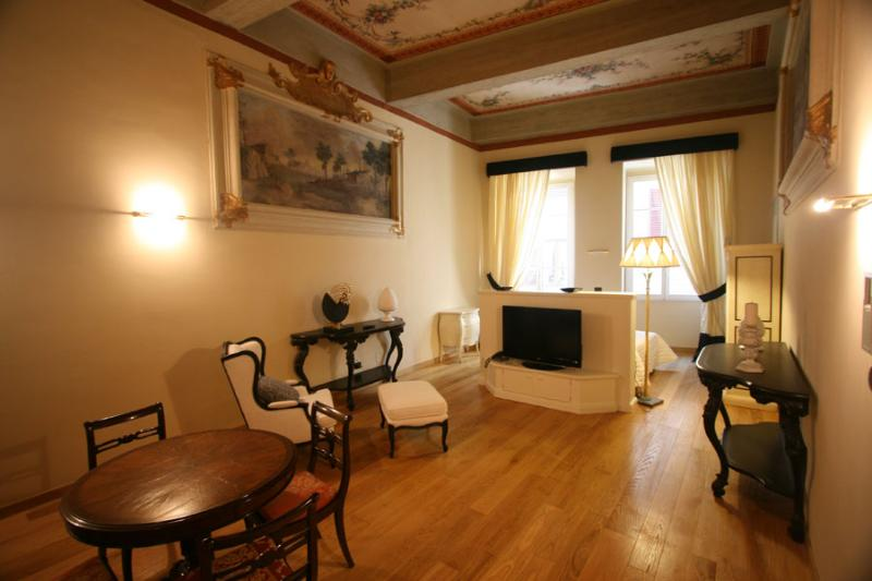 Suite Black - Image 1 - Florence - rentals