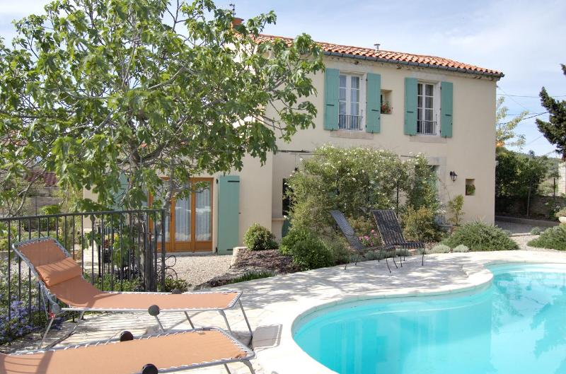 The house, with pool and fig tree. - Maison Beaufort: A Sunny Garden and Vineyard Views - Languedoc-Roussillon - rentals